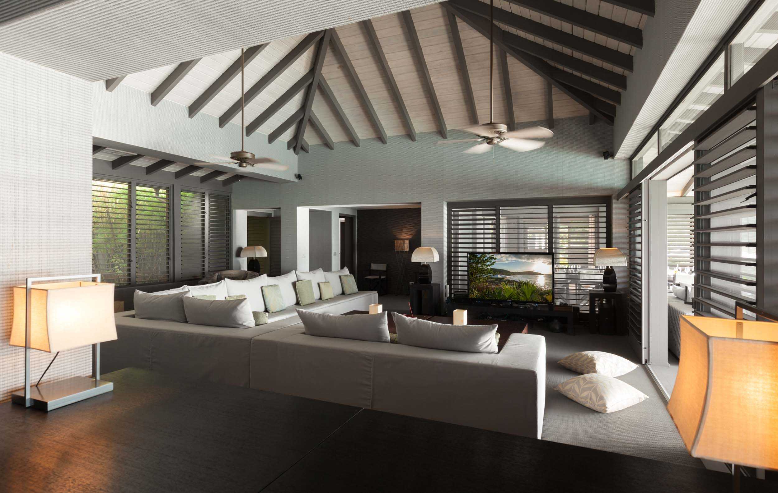 luxury waterfront villa for discerning travellers 021